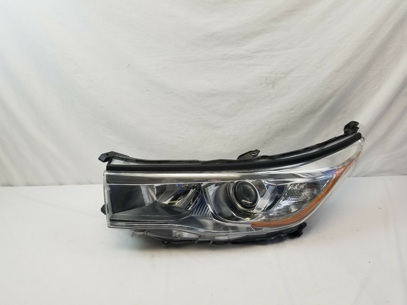 EUROPE USED HEADLIGHT SET { HIGHLANDER }