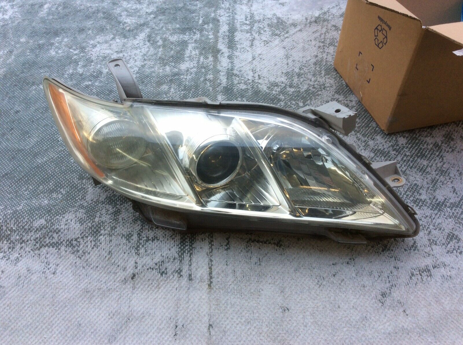 CLEAN USED  CAMRY 2006 HEADLIGHT SET
