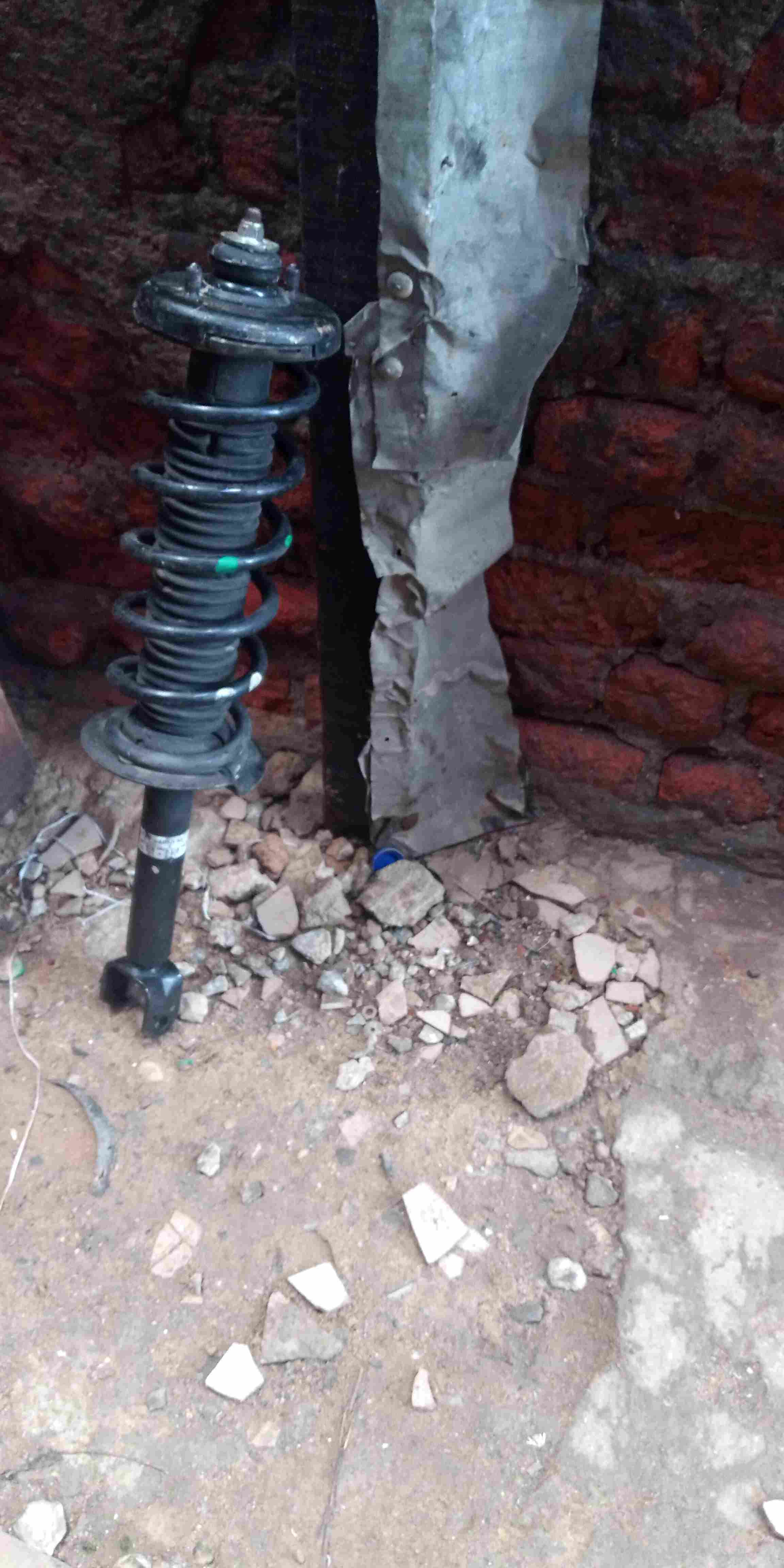 Fairly used belgium back shock absorber