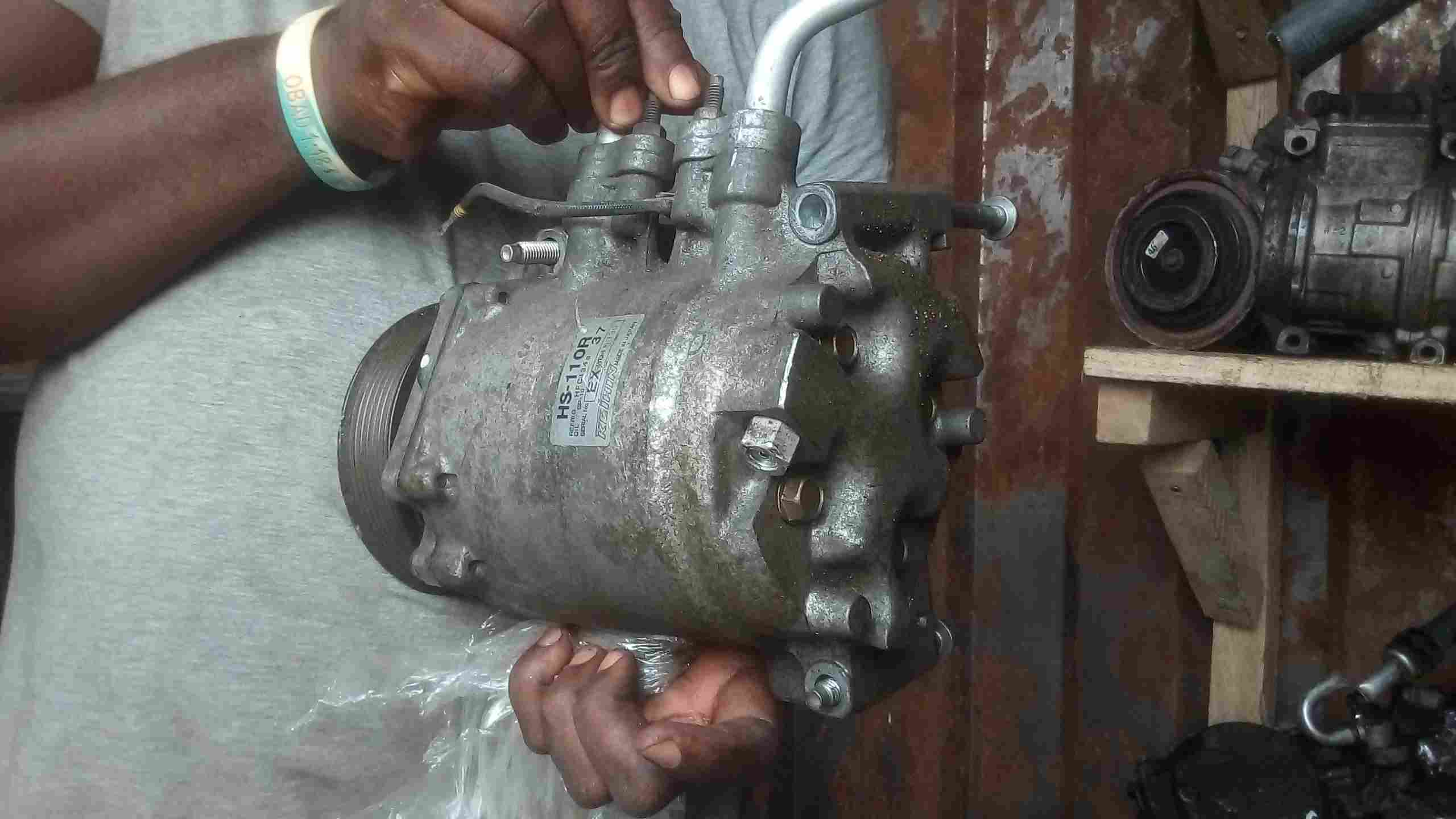 CLEAN USED AC COMPRESSOR