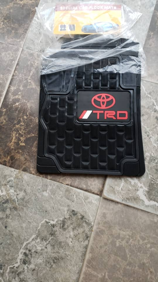 NEW GENERIC SEAT COVERS WITH FOOT MAT