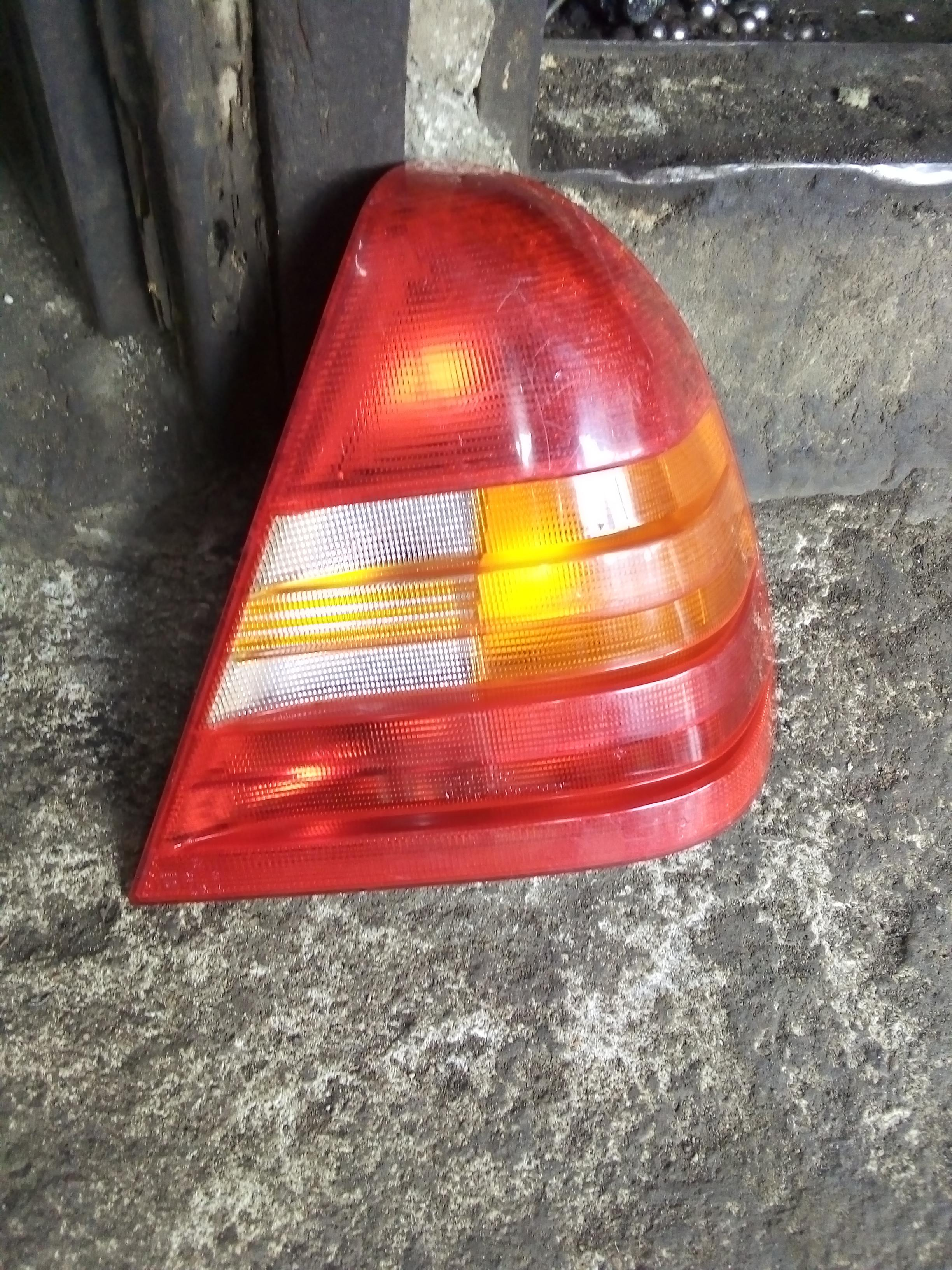 TOKUNBO USED REAR LIGHT