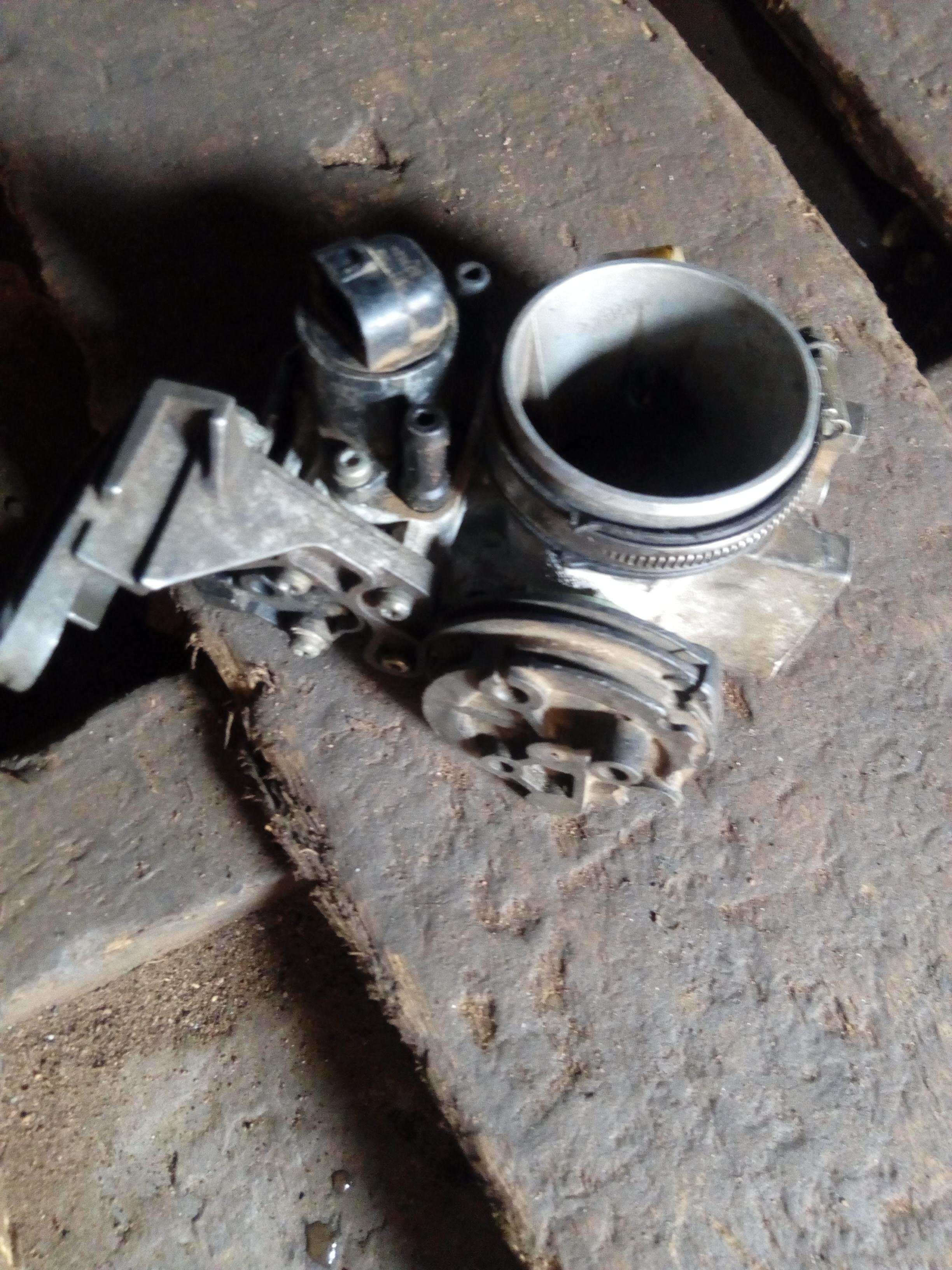TOKUNBO USED INJECTOR MOUNT