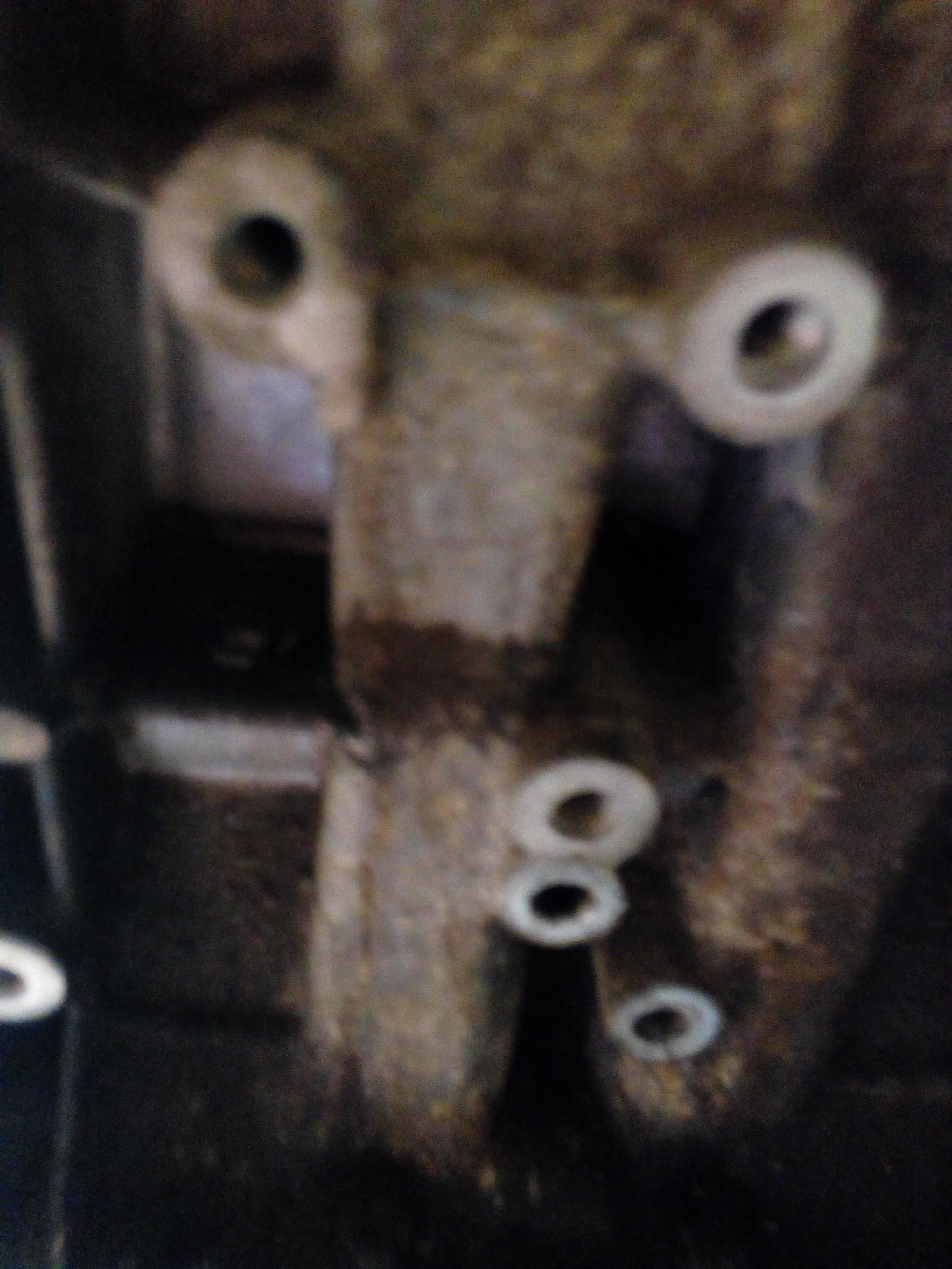 FARLY USED AXLE SHAFT BEAM